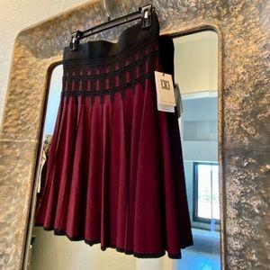 NWT Maroon/Black Textured Lines Skirt Small